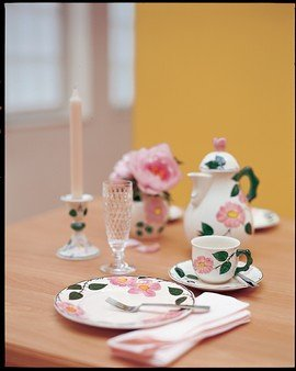 Villeroy & Boch Wildrose Kaffeeobertasse/Rosen Geschirr im Landhausstil aus Porzellan in Weiß/1 x Kaffeetasse 250ml